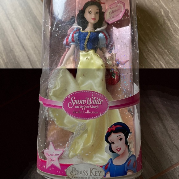 New!Disney Princess Snow White special edition